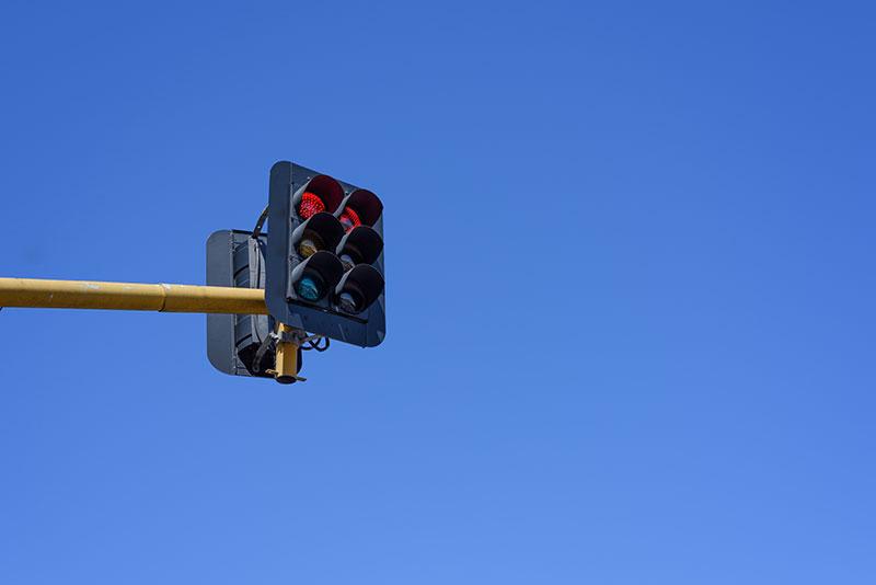ขับรถฝ่าไฟแดง