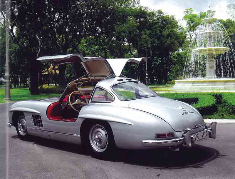Mercedes-Benz-300SL-Gullwing-1955