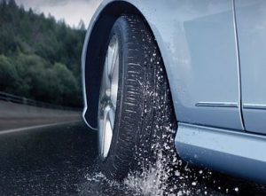 รถเหินน้ำ สาเหตุและวิธีรับมือ