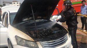 ไฟไหม้รถเก๋งหรู คาดเกิดจากแก๊ส