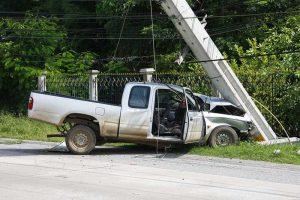 ขับรถชนเสาไฟฟ้า