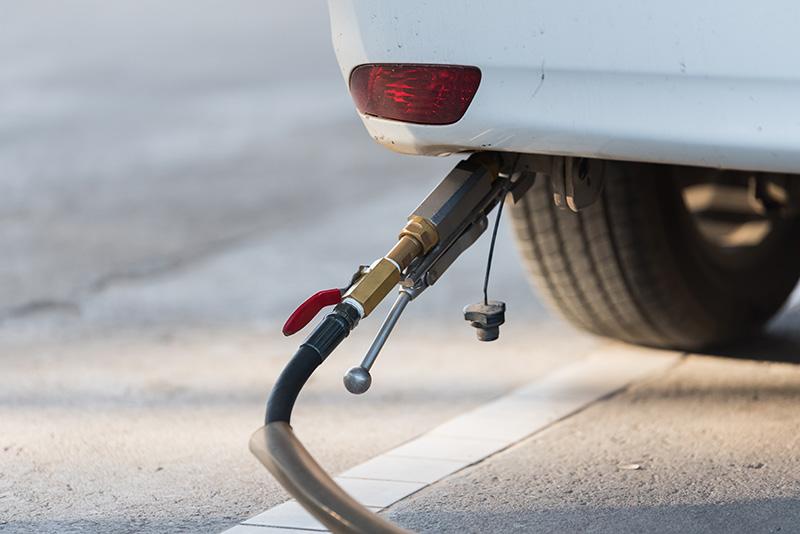 ขับรถไปเติมก๊าซ