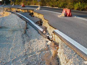 ถนนอันตรายเสี่ยงรถพัง