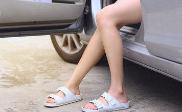 ใส่รองเท้าแตะขับรถ