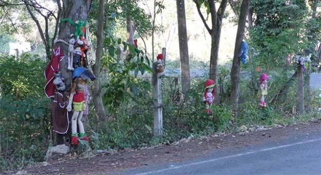 ถนนสายหลอนที่มีตุ๊กตา
