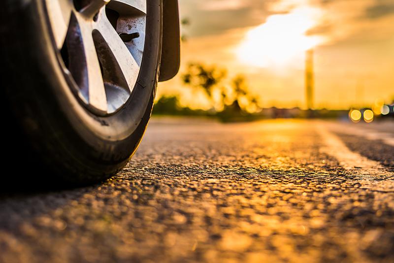 วิธีเช็คดอกยางรถ เมื่อเข้าสู่หน้าร้อนและต้องเดินทางไกล