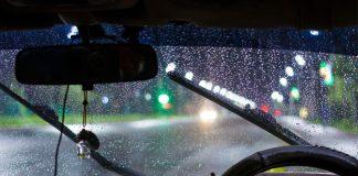 รวมสิ่งของที่ควรมีติดรถในช่วงหน้าฝน